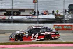 Clint Bowyer, Stewart-Haas Racing Ford, Denny Hamlin, Joe Gibbs Racing Toyota