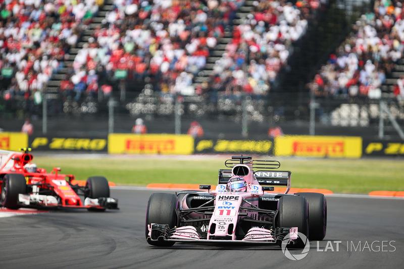 Sergio Perez, Sahara Force India F1 VJM10, Kimi Raikkonen, Ferrari SF70H