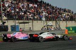 Esteban Ocon, Force India VJM11 and Romain Grosjean, Haas F1 Team VF-18 battle
