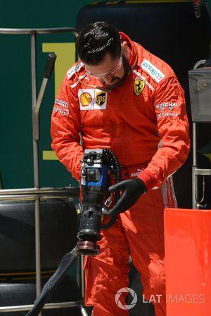 Ferrari mechanic and wheel gun