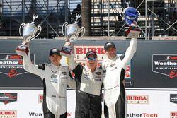 GTLM podio: ganadores Oliver Gavin, Tommy Milner, Corvette Racing
