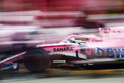 Sergio Perez, Force India VJM11, maakt een pitstop