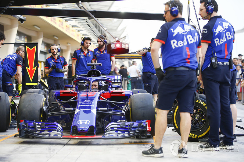 Practice pit stops with the Toro Rosso STR13 Honda