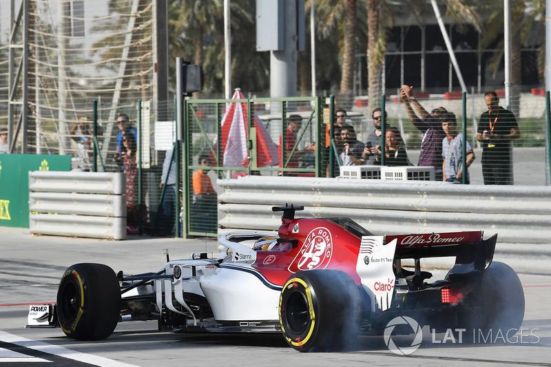 Marcus Ericsson, Sauber C37, fait un burnout