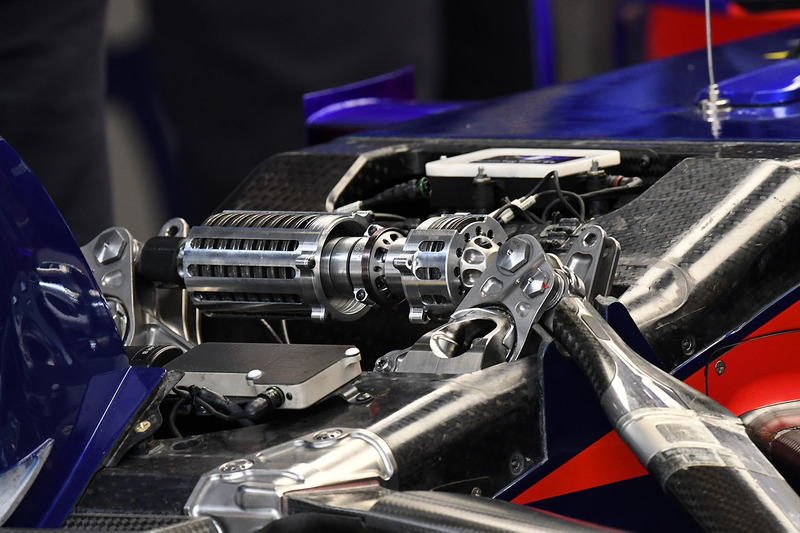 Детали передней подвески Toro Rosso STR13