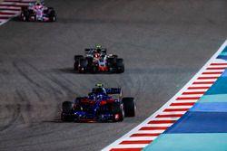 Pierre Gasly, Toro Rosso STR13 Honda, Kevin Magnussen, Haas F1 Team VF-18 Ferrari, Esteban Ocon, Force India VJM11 Mercedes