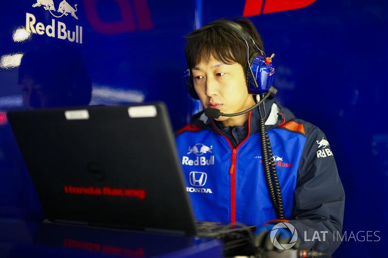 Инженер Scuderia Toro Rosso
