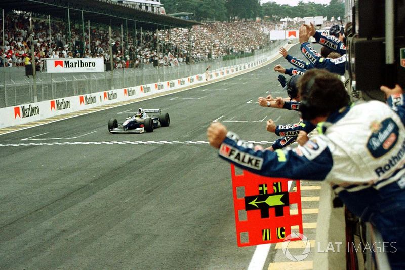 Jacques Villeneuve, Williams FW19, takes the checkered flag