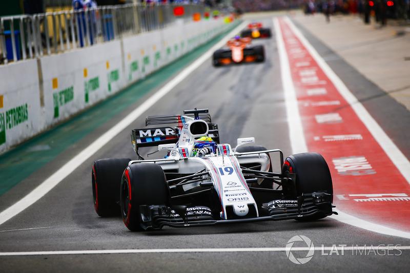 Felipe Massa, Williams FW40, lascia la pit lane