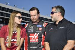 Kurt Busch, Stewart-Haas Racing Ford, mit Ehefrau Ashley van Metre und Tony Stewart