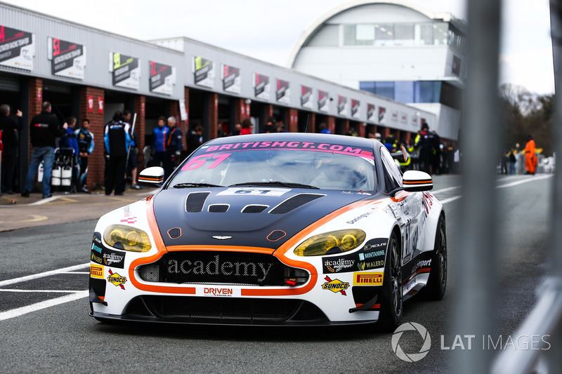 #61 Academy Motorsport Aston Martin V8 Vantage GT4: Tom Wood, Jan Jonck