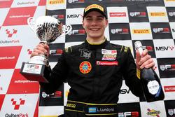 Podio: ganador de la carrera Linus Lundqvist, Double R