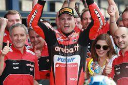 Ganador de la carrera Chaz Davies, Aruba.it Racing-Ducati SBK Team