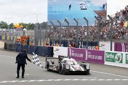 Ромен Дюма, Нил Джани, Марк Либ, #2 Porsche Team Porsche 919 Hybrid побеждают