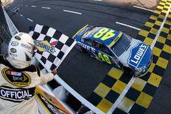 Jimmie Johnson, Hendrick Motorsports Chevrolet pakt de overwinning
