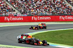 Max Verstappen, Red Bull Racing RB12 en Daniel Ricciardo, Red Bull Racing RB12