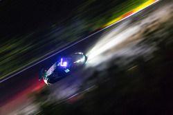 #90 法拉利458 GT3车组在黑夜中行驶