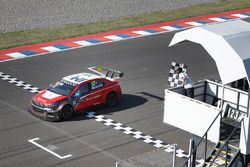 Хосе-Мария Лопес, Citroën World Touring Car Team, Citroën C-Elysée WTCC побеждает