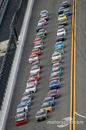 Start: David Ragan, Joe Gibbs Racing Toyota leads
