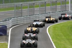 Sergio Pérez, Sahara Force India F1 VJM09, alors que le peloton passe par les stands