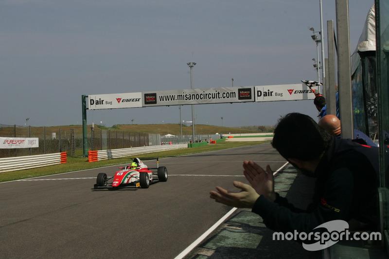 Mick Schumacher cortó la línea de meta en primer lugar