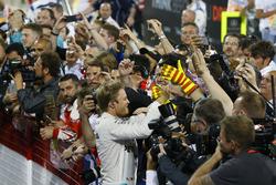 Le vainqueur Nico Rosberg, Mercedes AMG F1 Team