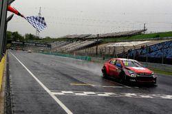 Клетчатый флаг для Хосе-Мария Лопеса, Citroën World Touring Car Team, Citroën C-Elysée WTCC