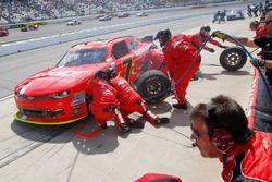 Justin Allgaier, JR Motorsports Chevrolet pit action