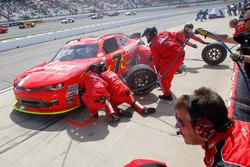 Justin Allgaier, JR Motorsports Chevrolet azione di pit stop