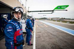 Mechanics of the #67 Ford Chip Ganassi Racing Team UK Ford GT: Marino Franchitti, Andy Priaulx, Harry Tincknell