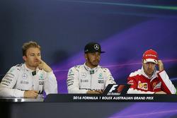 Le poleman Lewis Hamilton, Mercedes AMG F1 Team, le deuxième, Nico Rosberg, Mercedes AMG F1 Team, le troisième, Sebastian Vettel, Ferrari during the press conference