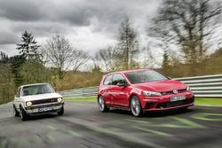 Volkswagen Golf GTI Clubsport S vor dem Golf GTI