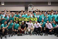 Nico Rosberg, Mercedes AMG F1 W07 Hybrid celebrate