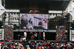 Kevin Magnussen, Renault Sport F1 Team; Jolyon Palmer, Renault Sport F1 Team RS16