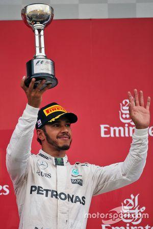 Lewis Hamilton, Mercedes AMG F1 celebra su tercer puesto en el podio
