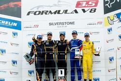 Podium : le vainqueur Roy Nissany, le deuxième Rene Binder, le troisième Egor Orudzhev, le meilleur rookie Louis Deletraz