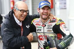 Ganador, Cal Crutchlow, Team LCR Honda con Carmelo Ezpeleta, CEO de Dorna