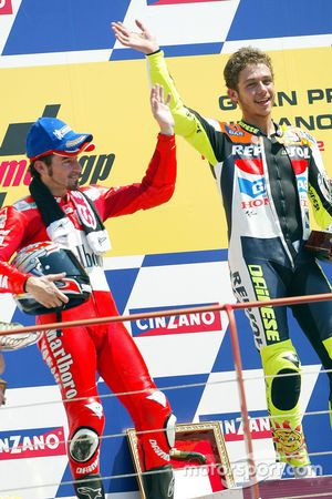 Race winner Valentino Rossi, second place Max Biaggi
