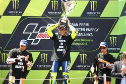 Podium: tweede plaats Marc Marquez, Repsol Honda Team, winnaar Valentino Rossi, Yamaha Factory Racin