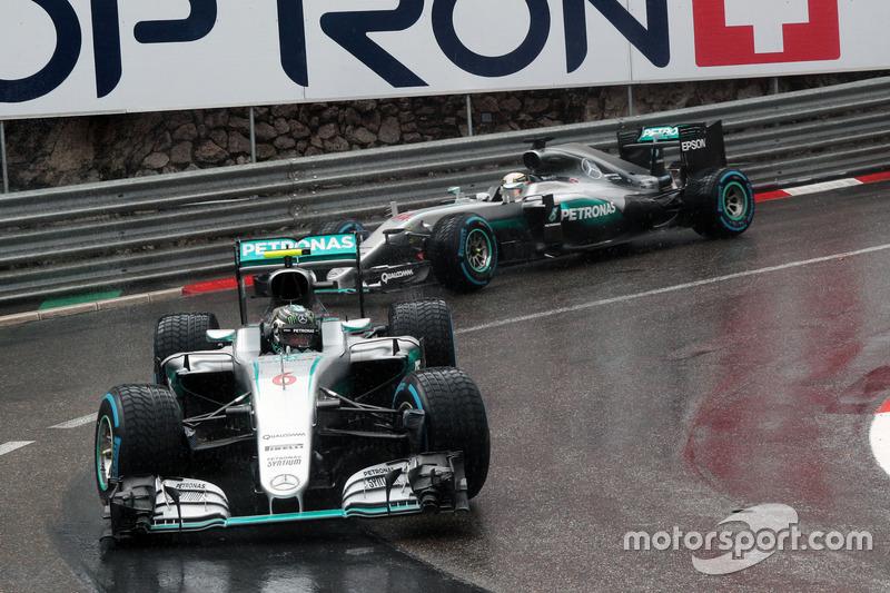 Até rivais podem se ajudar: Rosberg, que lutava pelo título com Hamilton, abriu espaço ao colega e segurou alguns rivais no GP de Mônaco de 2016. Isso foi fundamental para que Hamilton vencesse pela primeira vez no ano.