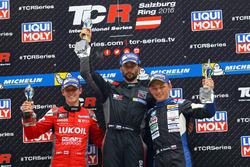 Podio: ganador Mikhail Grachev, West Coast Racing, Honda Civic TCR, ssegundo lugar James Nash, Team