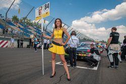 Maximilian Götz, Mercedes-AMG Team HWA, Mercedes-AMG C63 DTM, en een pitspoes