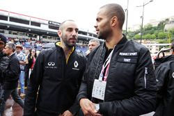 Cyril Abiteboul, Directeur Général de Renault Sport Racing avec le basketteur Tony Parker