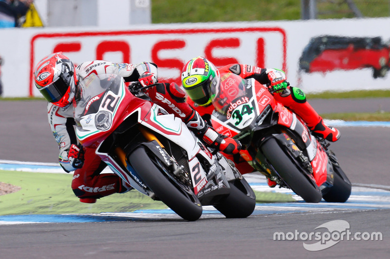 Leon Camier, MV Agusta Reparto Corse, e Davide Giugliano, Aruba.it Racing - Ducati Team