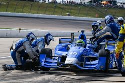 Tony Kanaan, Chip Ganassi Racing Chevrolet, pit action