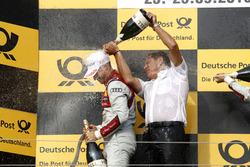 Podium: le vainqueur Edoardo Mortara Audi Sport Team Abt Sportsline, Audi RS 5 DTM avec Hans-Jurgen Abt, Team principal Abt-Audi