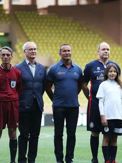 Claudio Ranieri, entraîneur de Leicester City, et le Prince Albert de Monaco lors d'un match de football caritatif