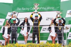 Podium : le vainqueur Simon Pagenaud, Team Penske Chevrolet, le deuxième Helio Castroneves, Team Penske Chevrolet, le troisième James Hinchcliffe, Schmidt Peterson Motorsports Honda