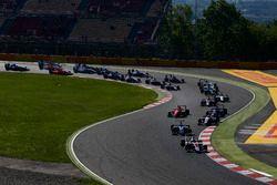 Alexander Albon, ART Grand Prix devance Oscar Tunjo, Jenzer Motorsport et le reste du peloton au départ