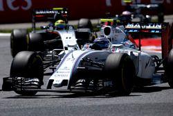 Valtteri Bottas, Williams FW38, devant Sergio Perez, Force India VJM09